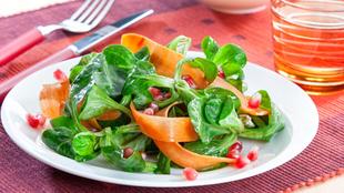 Feldsalat mit Granatapfel und Kürbiskernöl